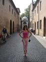 Равенна, за спиной могила Данте