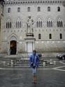 Сиена, памятник не помню кому