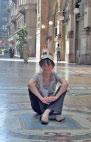 Галлерея Витторио Эмануэле, сижу на полу